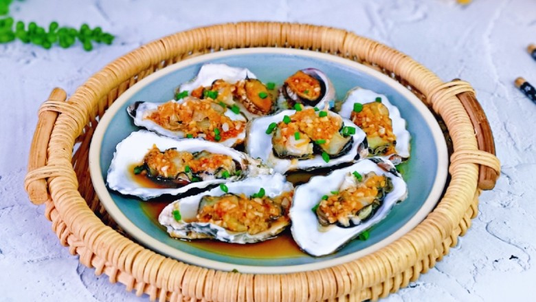 蒜蓉生蚝,制作简单,营养丰富。