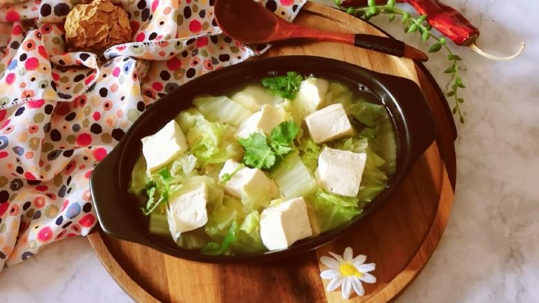 白菜豆腐汤,出锅食用。