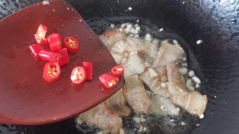 干锅包菜,放入小米辣
