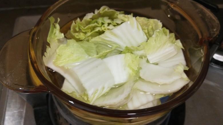 白菜豆腐汤,放入锅中?
