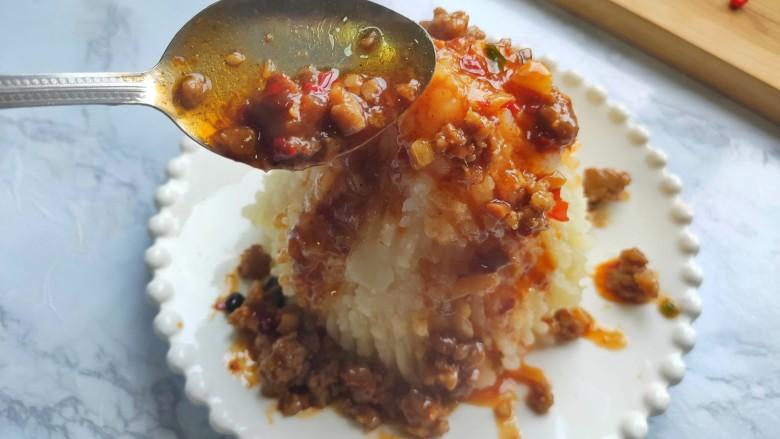 黑胡椒土豆泥,肉末酱倒在土豆泥上