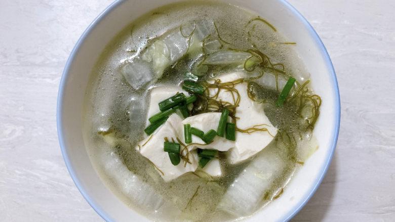 白菜豆腐汤,出锅撒青葱提香