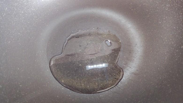 干锅包菜,锅内入少许食用油