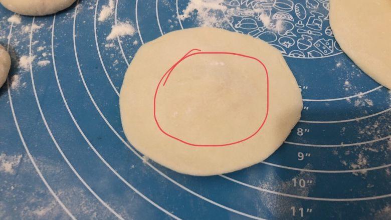 梅干菜肉包,擀薄,圈圈边擀薄点,中间稍微厚点,这样包出来的包子上下均匀
