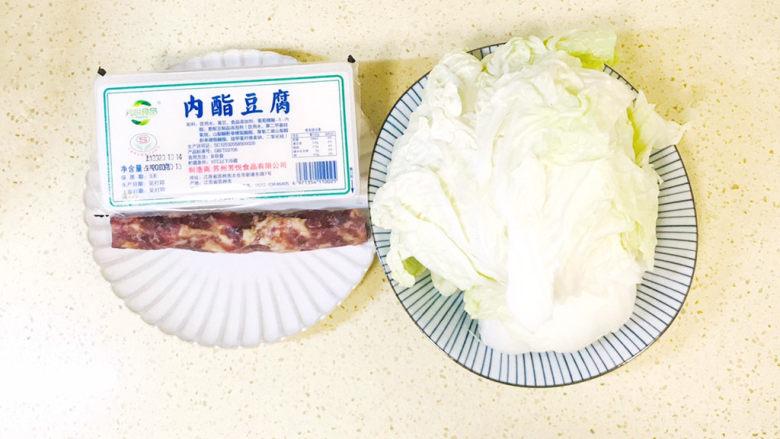 白菜豆腐汤,准备好食材