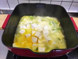 白菜豆腐汤,加入豆腐