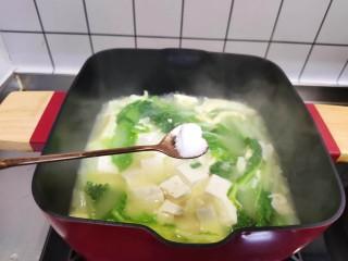 白菜豆腐汤,加入盐