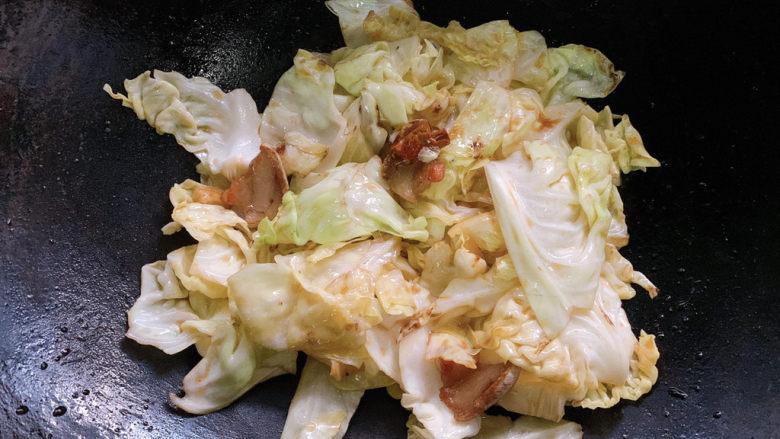 干锅包菜,翻炒均匀之后