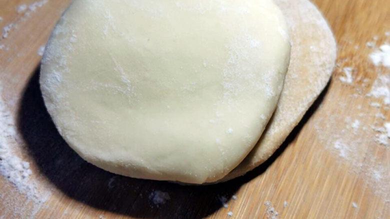 梅干菜肉包,一个全麦 加一片馒头面粉,也可以互换位置