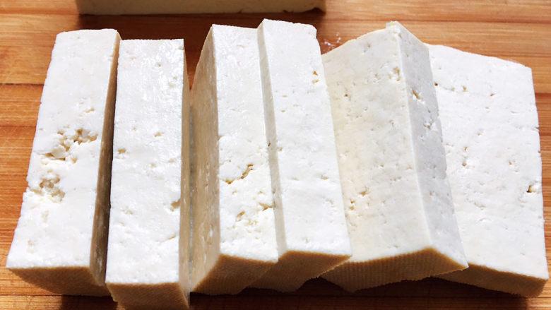 白菜豆腐汤,<a style='color:red;display:inline-block;' href='/shicai/ 465'>豆腐</a>切成厚约1.5cm的长方形块