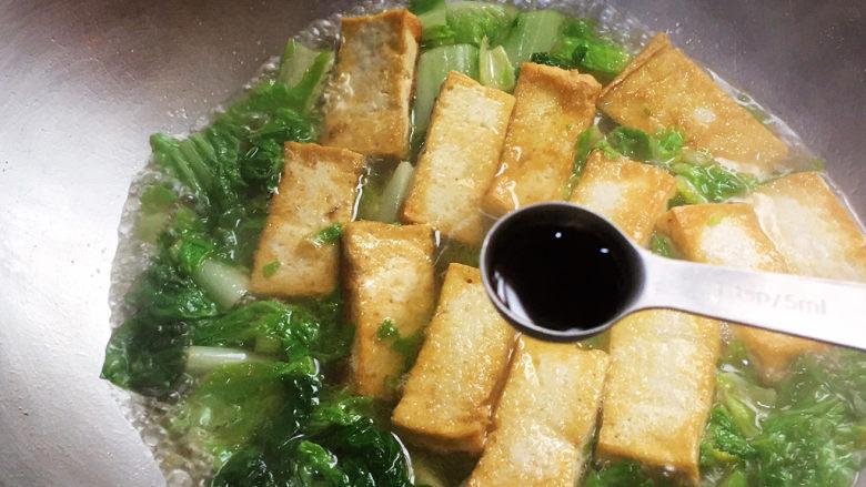 白菜豆腐汤,<a style='color:red;display:inline-block;' href='/shicai/ 788'>生抽</a>提鲜调色