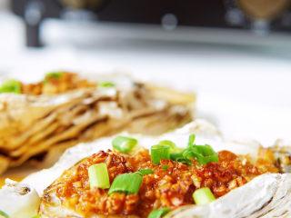 蒜蓉生蚝,ERNTE烤箱的温度适合烧烤类的美食,最高温度可以达到270度,太棒了👏!买回来这个烤箱,我家喜欢吃烤肉的儿子高兴极了