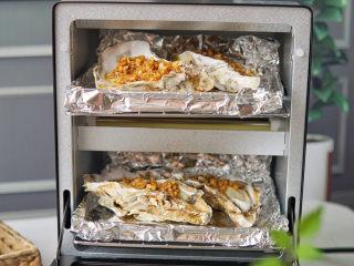蒜蓉生蚝,ERNTE烤箱上中下三层烤官1000w预热五分钟,放入生蚝,只要烤五分钟