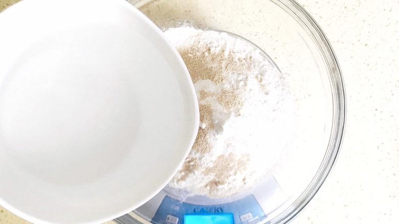梅干菜烧饼,加水