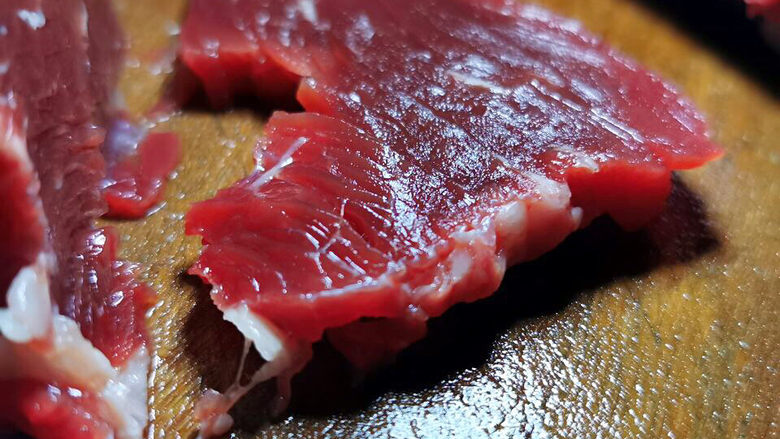 西芹炒牛肉,切片