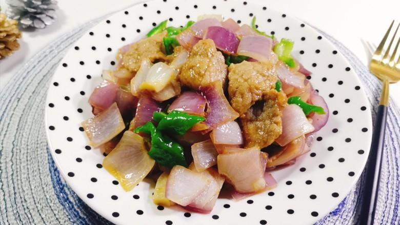 洋葱炒肉片,装盘即可食用!