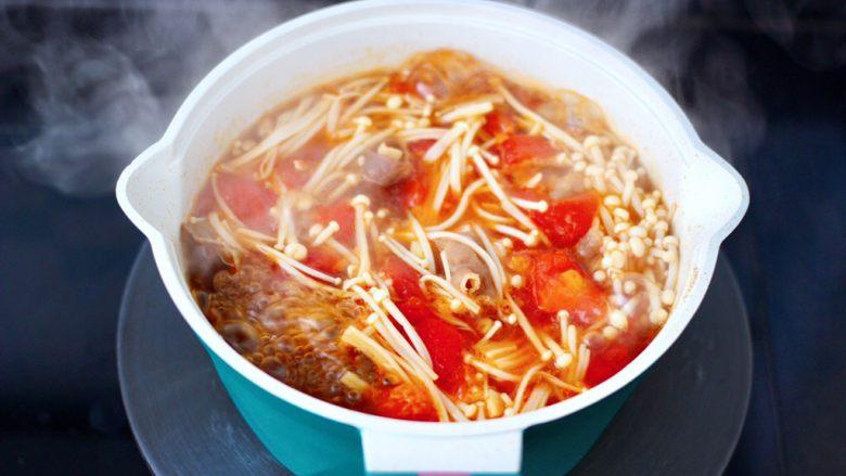 番茄金针菇肥牛汤,煮1分钟左右即可关火。