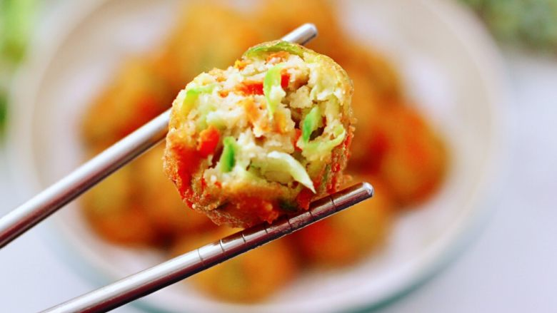 萝卜豆腐丸子,出锅咯~外酥里嫩超好吃,一口一个停不下来。