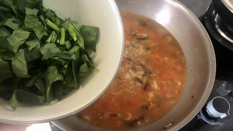 西红柿面疙瘩,下菠菜,煮半分钟