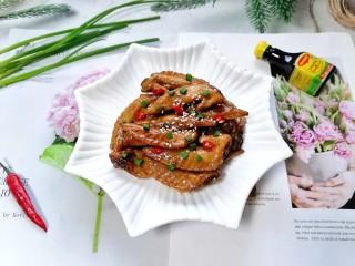紅燒雞翅尖,拍上成品圖,一道美味又誘人的紅燒雞翅尖就完成了。