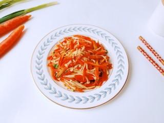 蚝油金针菇,金针菇吃起来有劲,胡萝卜微微有点甜。