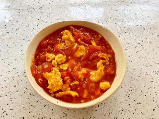 西紅柿雞蛋拌面,澆上西紅柿雞蛋拌勻即可