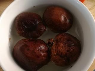 山藥芙蓉湯,干香菇溫水泡發。