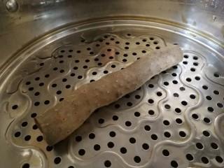 山藥芙蓉湯,鐵棍山藥洗干凈,帶皮上鍋蒸。