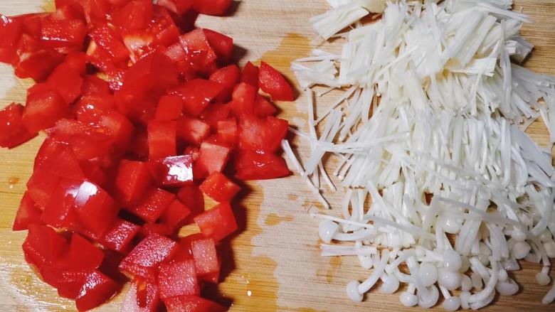 西红柿面疙瘩,西红柿切丁,金针菇切小段备用