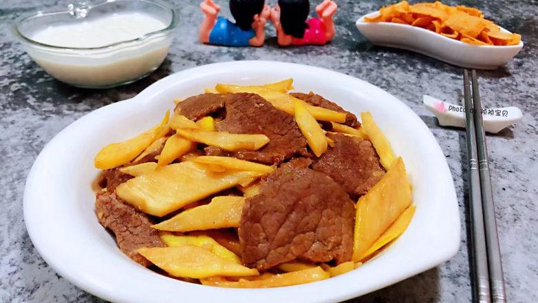 小炒黄牛肉,茭白和牛肉都是营养价值非常丰富经常食用对身体有盐