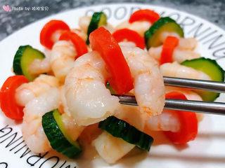 黄瓜炒虾仁,这道美味也是宴客必备的拿手大菜哦