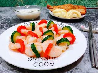 黄瓜炒虾仁,搭配小馒头、烤鸡翅、鲜牛奶一起吃超级完美