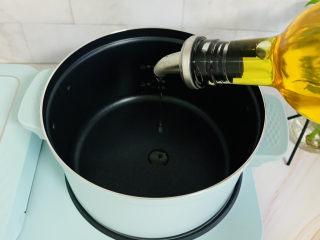 西紅柿面疙瘩,鍋中加入玉米油