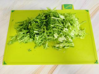 西紅柿面疙瘩,青菜清洗干凈切段備用。