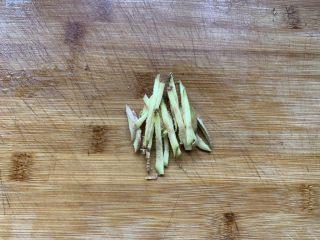 剁椒魚頭,生姜切絲