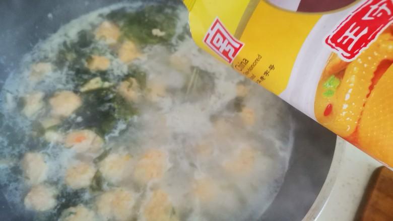 自制虾滑,加入适量的鸡精