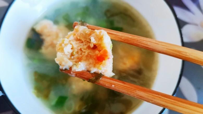 自制虾滑,盛入碗中可以吃了,味道鲜美,虾滑Q弹