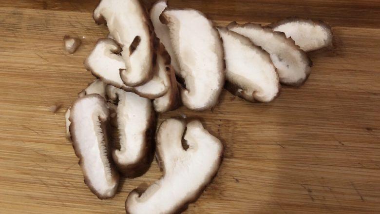 自制虾滑,香菇洗干净切片