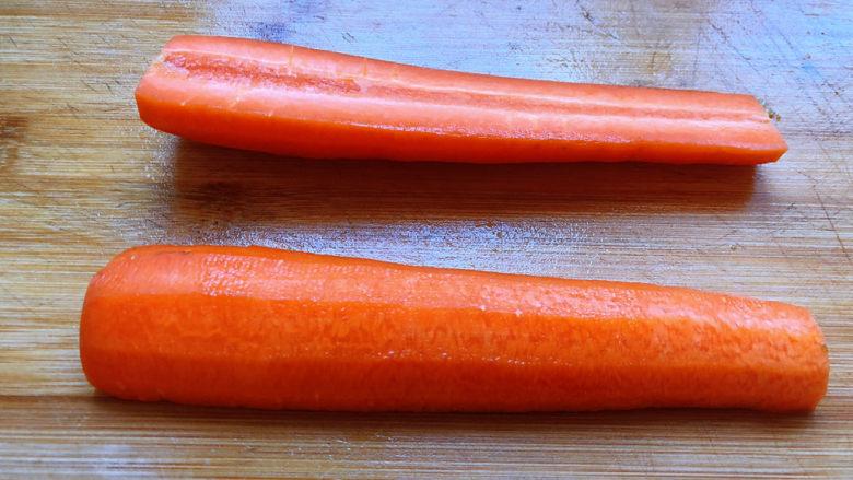 青椒炒胡萝卜,胡萝卜从中间切开
