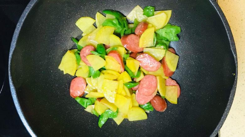 尖椒土豆片,美味漂亮的尖椒炒土豆片就做好了