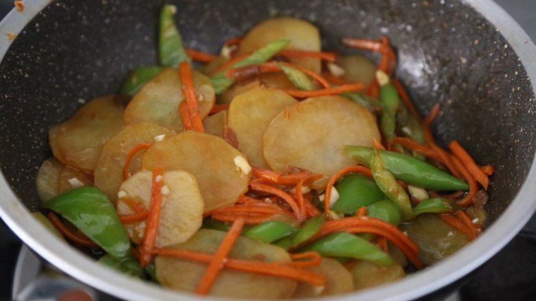 尖椒土豆片,翻炒均匀即可