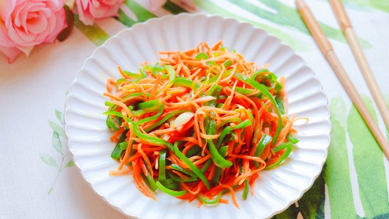 青椒炒胡萝卜,健康又美味