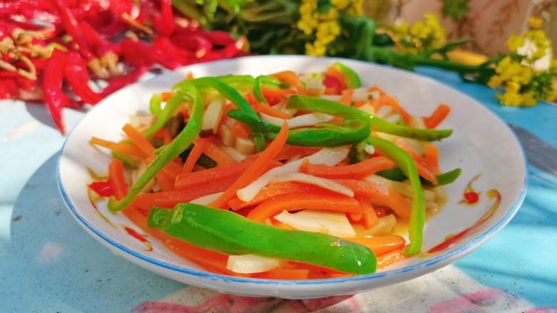 青椒炒胡萝卜,成品图