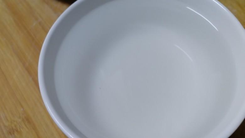 家常烫面饼,用一碗开水烫一多半的面,烙出来的饼比较软。