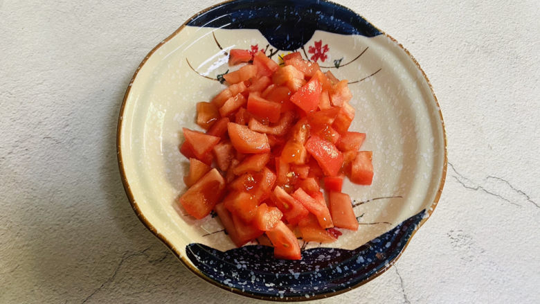 番茄豆腐汤,<a style='color:red;display:inline-block;' href='/shicai/ 59'>番茄</a>洗净去皮切小块