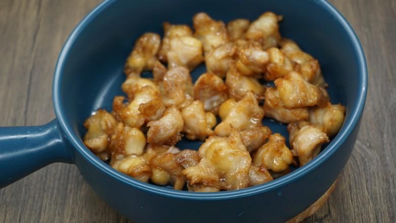 香辣鸡脆骨,炸至略微金黄捞起,放凉