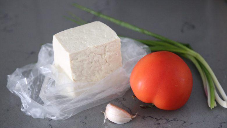番茄豆腐汤,材料准备好