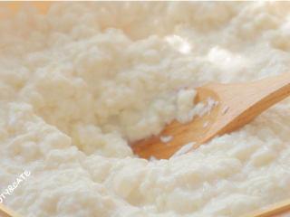 好吃到跺腳的「豆腐麥樂雞」,解饞又低脂!,把內酯豆腐放入碗中壓碎