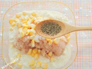 好吃到跺腳的「豆腐麥樂雞」,解饞又低脂!,豆腐里加入雞肉末、玉米粒、5勺淀粉、半勺鹽、半勺黑胡椒攪拌均勻