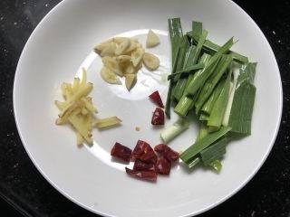 酸菜燉粉條,準備輔料